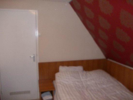 Hotel Blyss: очень маленький номер,уютно