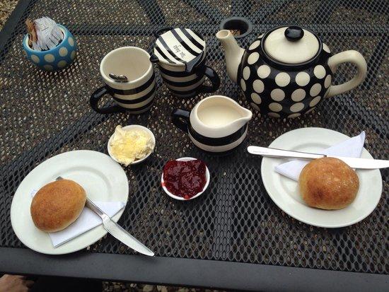 Hele Corn Mill & Tea Room: Fresh scones jam and clotted cream