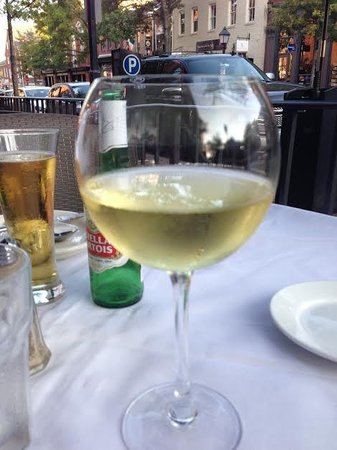 Landini Brothers Incorporated: Drinks before dinner and people watching on King Street