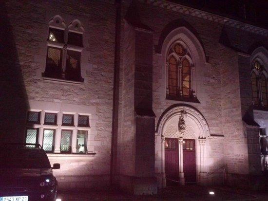 Abbaye de la Bussiere : entrée de l'Abbaye