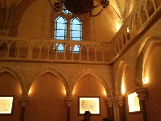 Abbaye de la Bussiere : salle de restaurant