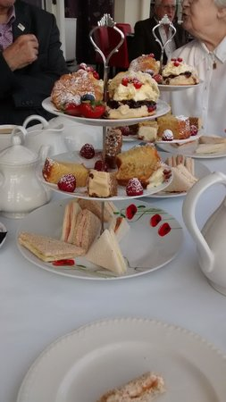 Cumberland Hotel Eastbourne: Lovely afternoon tea, very accommodating staff