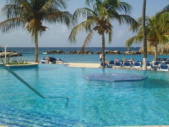 Zwembad en strand picture of sunscape curacao resort spa casino willemstad tripadvisor - Strand zwembad natuursteen ...