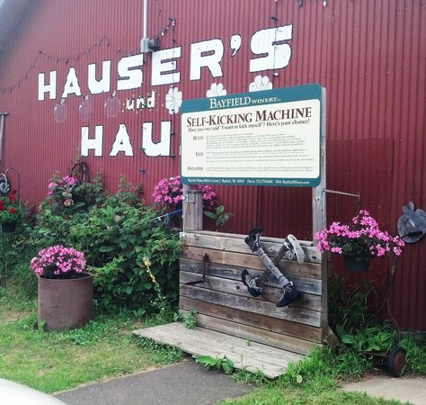 Hauser's Superior View Orchard: funny storey at entrance