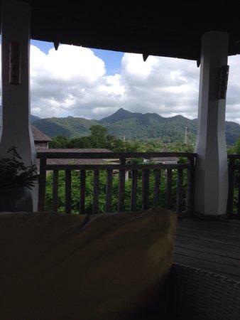 Aana Resort & Spa: Hill top bar and lounge