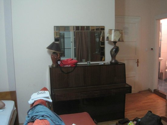 The Central Palace: Yes we had a piano in our room. No we didn't play.