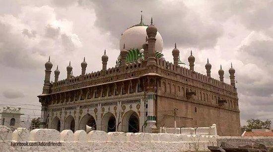 Kurnool, India: Shahi jamia masjid.adoni