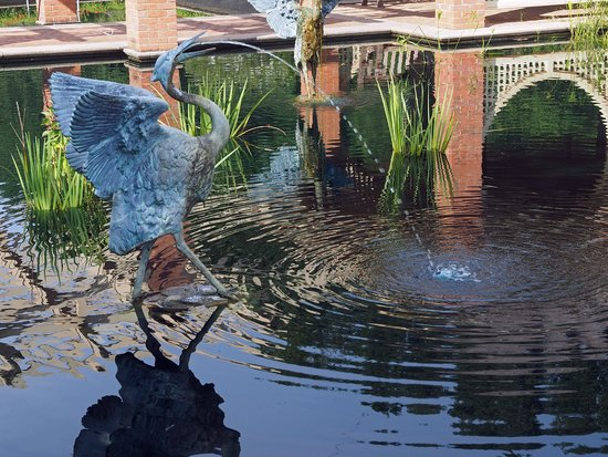 Huntsville Botanical Garden : Aquatic Garden Sculpture