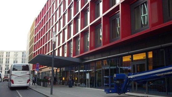 Mövenpick Hotel Frankfurt am Main City: frente
