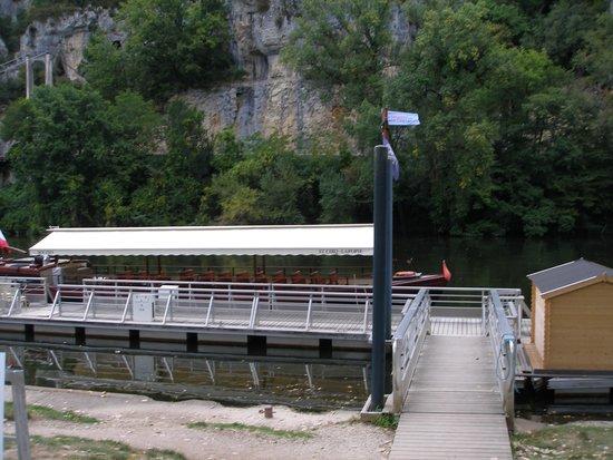 Hotel Les Falaises : Embarcadère pour un tour en gabarre