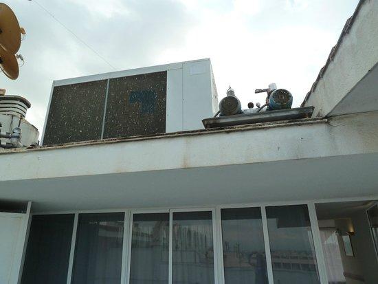 Hotel Golden Port Salou: terraza destinada a aires acondicionados