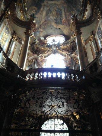 Asamkirche: Arka Planda Göğün Göbeği Çift Başlı Kartal