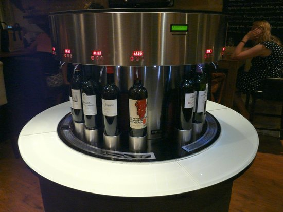 Aux Quatre Coins du Vin : Machine en libre-service