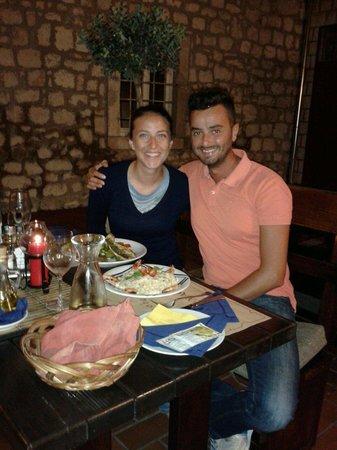 Konoba Bonaca: Risotto bianco ai gamberi  Filetto di pesce fresco sul letto di verdure grigliate. Buonissimi..