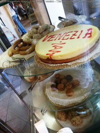 Venezia : Very tasty cheesecake and some pastry