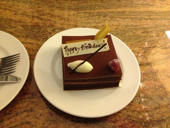 فندق اتلانتس ذا بالم: Birthday Cake left in room on arrival