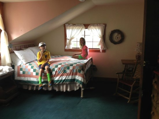 The Baldpate Inn: Peach Calico Room