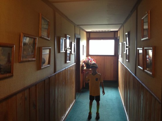The Baldpate Inn: Old pictures line the creaky hallways