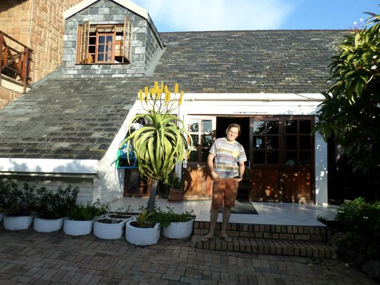 Lungile Backpackers Lodge : The frontside