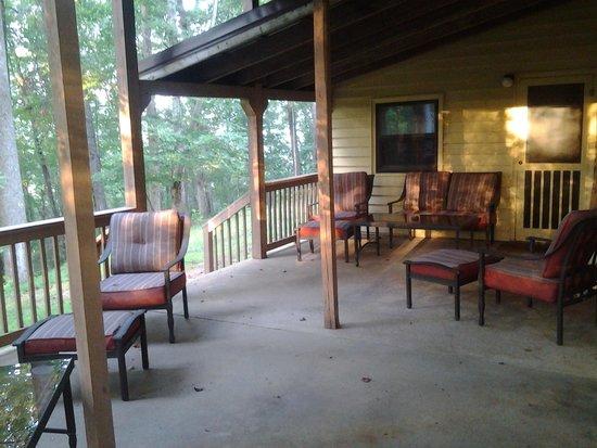 Mountain Top Lodge at Dahlonega: Deck