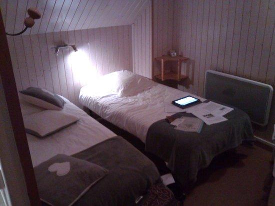 Camera da tre letti nel sottotetto photo de h tel le roc for Hotel pas chere