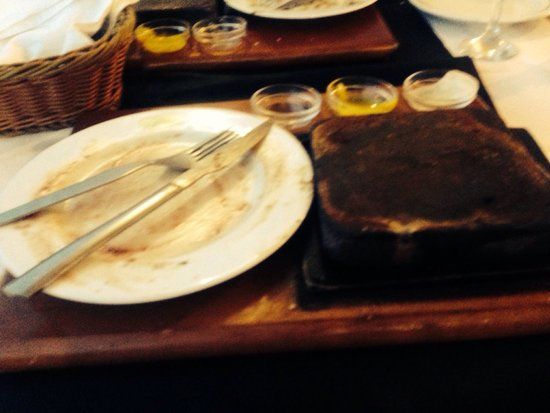 Praia Tamariz Restaurant: Beautiful steak on the stone for the second time in 3 days.