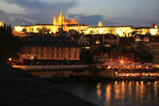 Hotel Savoy: Praga di notte...un sogno!