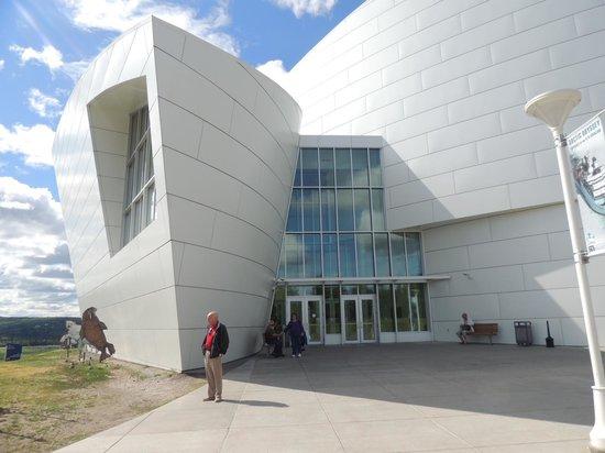 University of Alaska Fairbanks : Looks like a ship