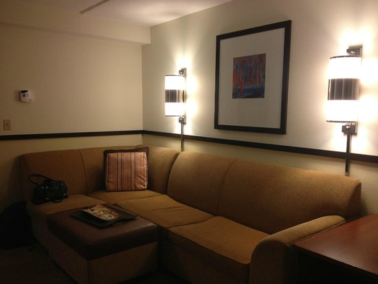 Hyatt Place Ft. Lauderdale Airport & Cruise Port: Диван