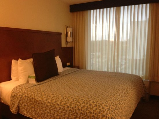 Hyatt Place Ft. Lauderdale Airport & Cruise Port: Кровать