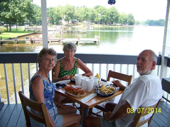 Cross Hill, SC: Enjoying the good food and our very, friendly server.