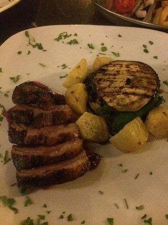 Garra Dine Wine Cafe : duck breast with roast potatoes and veg