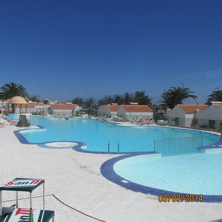 Fuertesol Bungalows : lovely big pool