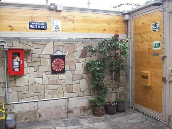 Miraflores House: Puerta de Entrada y Salida