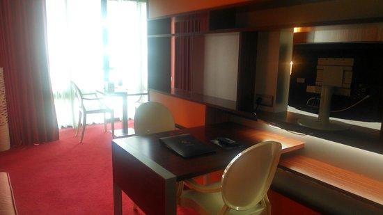 BEST WESTERN PLUS Hotel de la Paix: Desk area