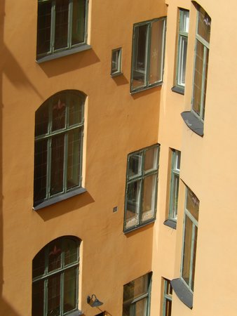 Hotel Hellsten: Close up of windows on the opposite side of hotel.