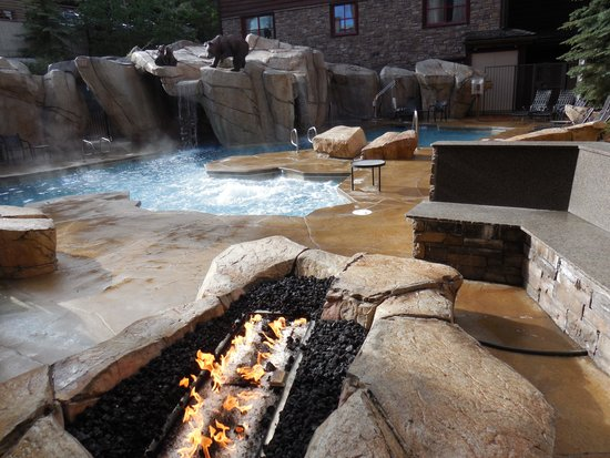 Snake River Lodge and Spa: Outdoor pool and sauna area