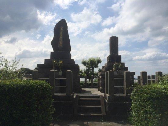 Tabaruzaka Park: 1Kmほど先にある薩軍墓地