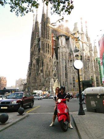 Via Vespa Rent a scooter : Sagrada Famiglia