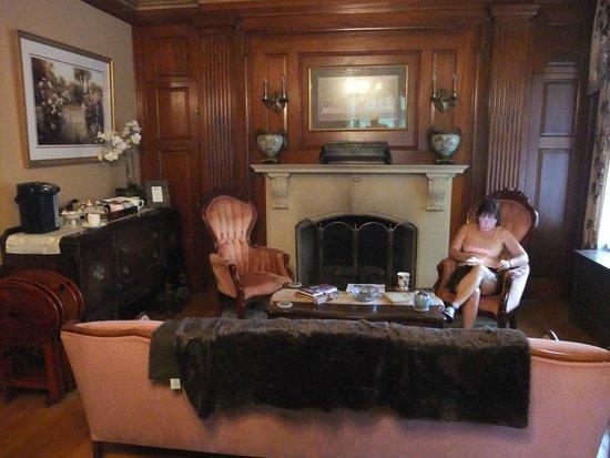 Silver Fountain Inn: Lounge