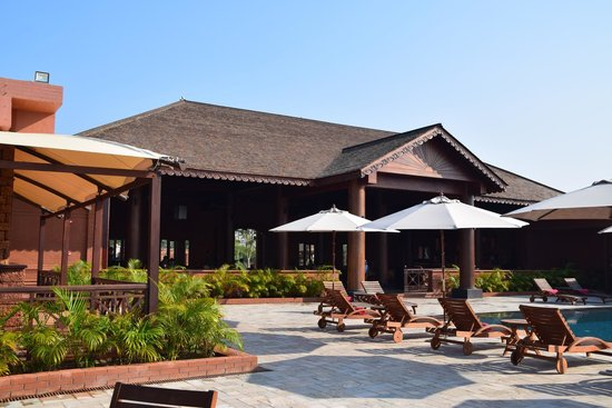 Bagan Lodge : Lobby from pool area