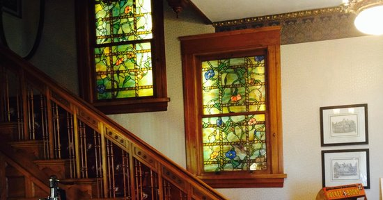 Old Rittenhouse Inn: Steps & stained glass
