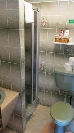 River Valley Farmhouse : Bathroom