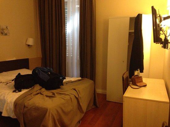 Hotel Saturnia : Hotel room