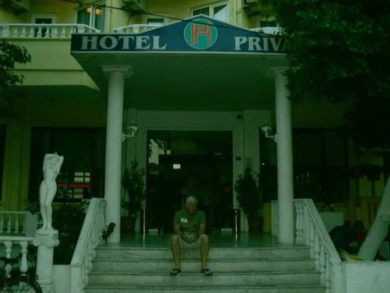 Private Hotel: Front Entrance