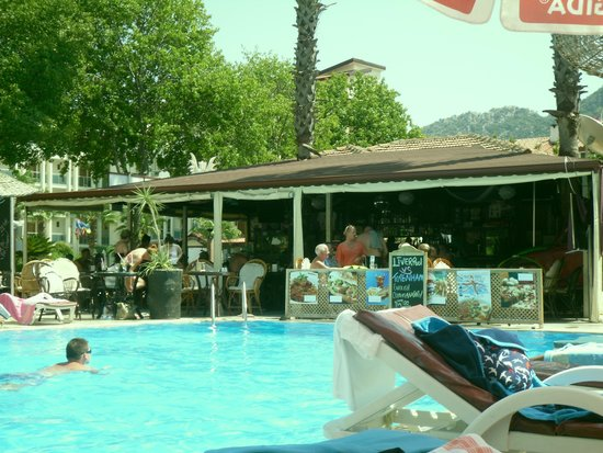 Private Hotel: Pool bar and restaurant