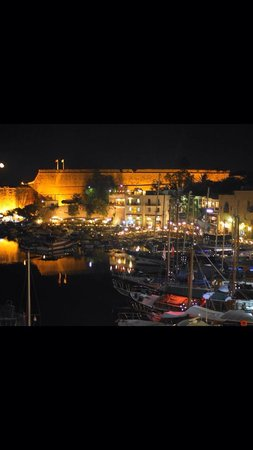 Carob Ristorante Italiano: Carob teradan liman görüntüsü.