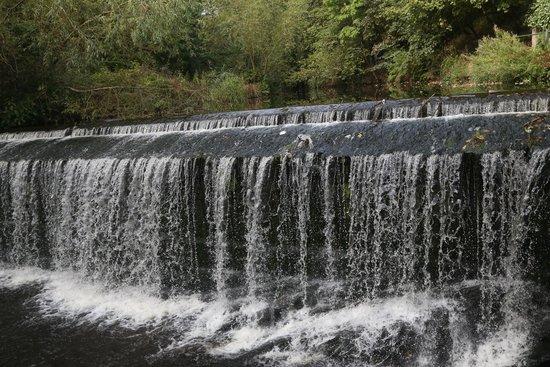 Dean Village: beautiful waterfall