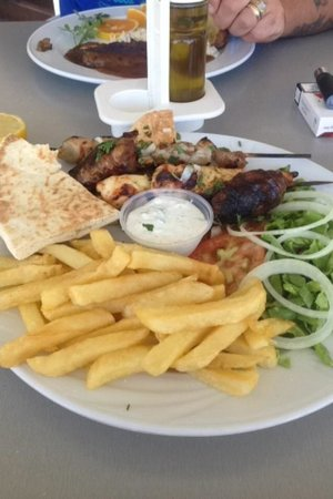 أرتيميس هوتل أبارتمينتس: Meal around the pool