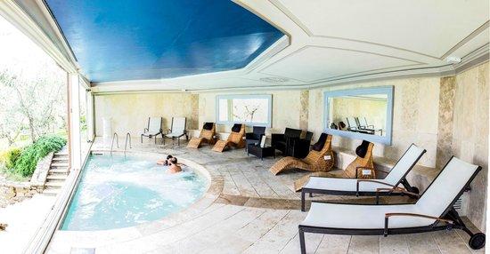 Area relax panoramica con piscina idromassaggio riscaldato picture of villa la borghetta spa - Piscina figline valdarno ...